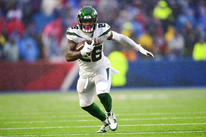 FILE - In this Sunday, Dec. 29, 2019, file photo, New York Jets running back Le'Veon Bell (26) runs against the Buffalo Bills during an NFL football game in Orchard Park, N.Y. Bell has his sights set on a big-time bounce back. The New York Jets star running back put up pedestrian numbers last season after sitting out a year in a contract dispute with the Pittsburgh Steelers. Bell say he's now in the best shape of his career and can't wait to show it on the field. (AP Photo/David Dermer, File)