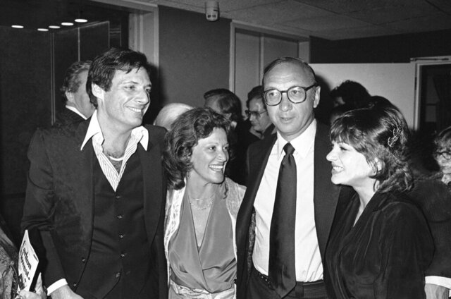 FILE - This April 3, 1980 file photo shows Ron Leibman, from left, his wife Linda Lavin, playwright Neil Simon and Dinah Manoff in New York following the opening of the play