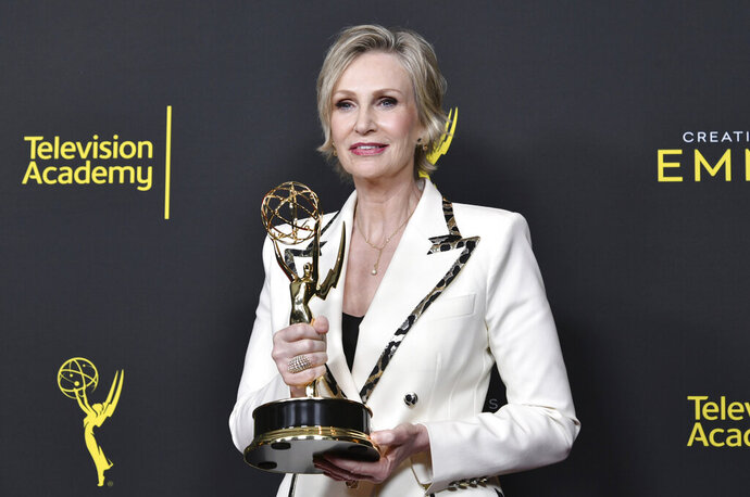 CORRECTS THE DATE TO SUNDAY, SEPT. 15 -  Jane Lynch poses in the press room with the award for outstanding guest actress in a comedy series for