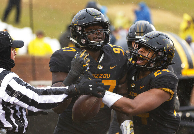 Lock leads Missouri in rout of Arkansas