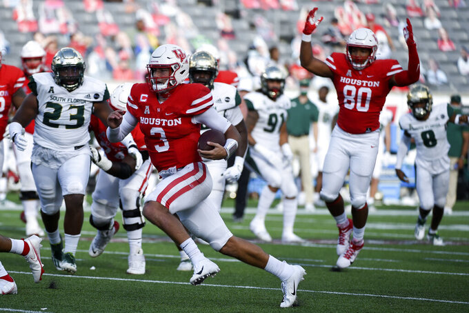 Houston quarterback Clayton Tune (3) runs for a touchdown during the first half of an NCAA college football game against South Florida, Saturday, Nov. 14, 2020, in Houston. (AP Photo/Eric Christian Smith)