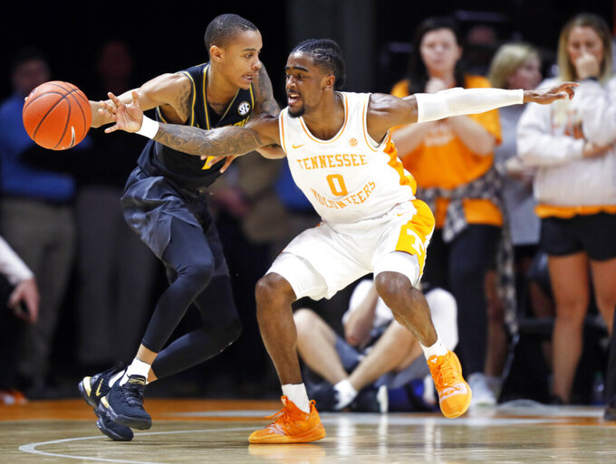 No. 1 Tennessee beats Missouri 72-60 for 17th straight win