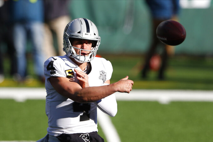 Las Vegas Raiders quarterback Derek Carr throws during the first half an NFL football game against the New York Jets, Sunday, Dec. 6, 2020, in East Rutherford, N.J. (AP Photo/Noah K. Murray)