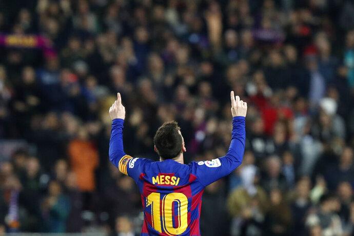 El argentino Lionel Messi festeja después de anotar el segundo gol del Barcelona en el partido por La Liga española frente al Barcelona, en el Camp Nou de Barcelona, el sábado 7 de diciembre de 2019. (AP Foto/Joan Monfort)