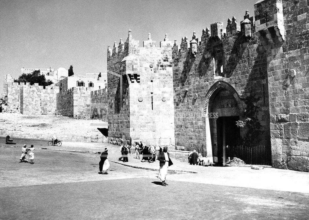 Watchf AP I   ISR APHSL42702 Jerusalem Damascus Gate