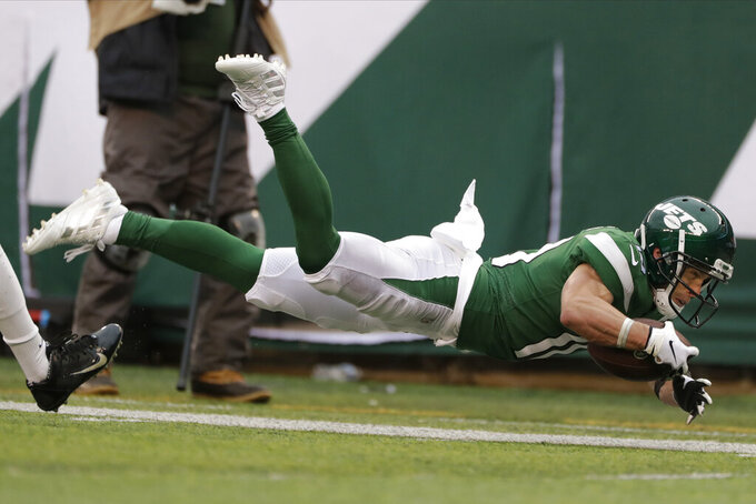 New York Jets wide receiver Braxton Berrios (10) dives out of bounds during the second half of an NFL football game against the Oakland Raiders Sunday, Nov. 24, 2019, in East Rutherford, N.J. (AP Photo/Adam Hunger)