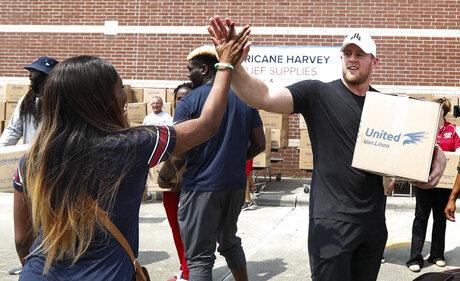 YE Athletes Helping Out