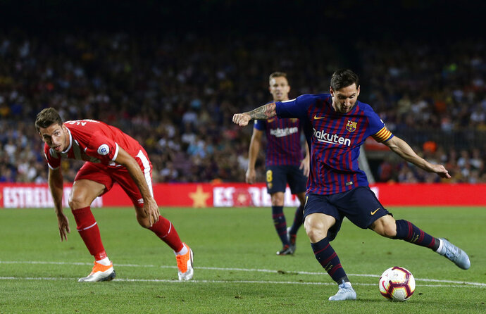 FC Barcelona's Lionel Messi, right, in action during the Spanish La Liga soccer match between FC Barcelona and Girona at the Camp Nou stadium in Barcelona, Spain, Sunday, Sept. 23, 2018. (AP Photo/Manu Fernandez)