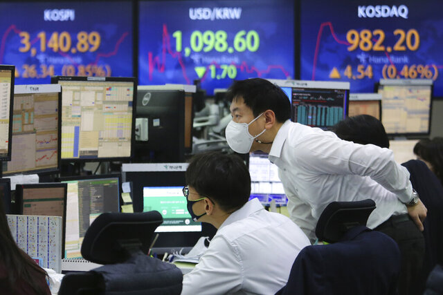 Currency traders watch monitors at the foreign exchange dealing room of the KEB Hana Bank headquarters in Seoul, South Korea, Thursday, Jan. 21, 2021. Asian shares rose Thursday on optimism over the new U.S. administration that earlier set off a rally on Wall Street. (AP Photo/Ahn Young-joon)