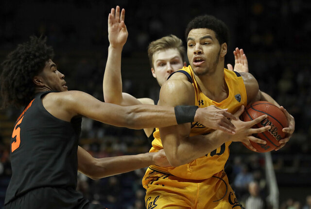 California's Matt Bradley, right, keeps the ball from Oregon State's Ethan Thompson (5) in the second half of an NCAA college basketball game Saturday, Feb. 1, 2020, in Berkeley, Calif. (AP Photo/Ben Margot)