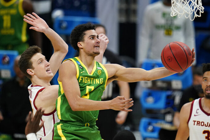 Oregon guard Will Richardson drives to the basket ahead of Southern California guard Drew Peterson, left, during the second half of a Sweet 16 game in the NCAA men's college basketball tournament at Bankers Life Fieldhouse, Sunday, March 28, 2021, in Indianapolis. (AP Photo/Jeff Roberson)