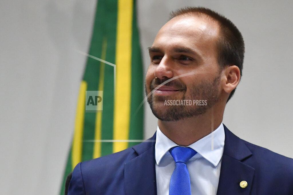 Eduardo Bolsonaro visits senators