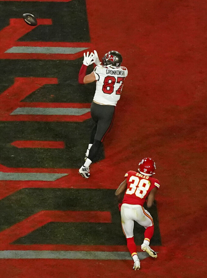 Tampa Bay Buccaneers' Rob Gronkowski (87) makes a touchdown reception during the first half of the NFL Super Bowl 55 football game against the Kansas City Chiefs, Sunday, Feb. 7, 2021, in Tampa, Fla. (AP Photo/Charlie Riedel)