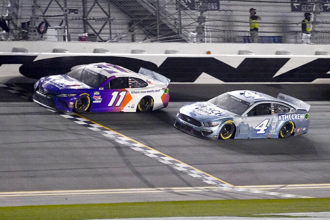 Hamlin finishes 5th in bid for 3rd straight Daytona 500 win