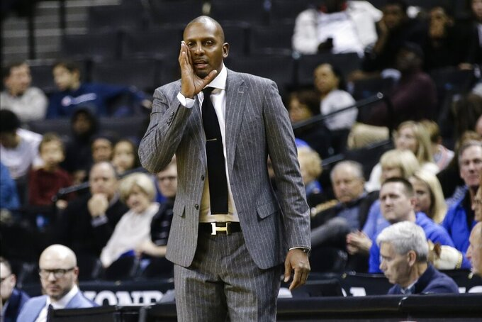 Memphis head coach Penny Hardaway calls to his team during the second half of an NCAA college basketball game against North Carolina State in the Barclays Classic, Thursday, Nov. 28, 2019, in New York. (AP Photo/Frank Franklin II)