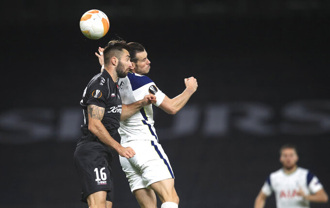 LASK's Marvin Potzmann, left, and Tottenham's Gareth Bale challenge for the ball during the Europa League, Group J, soccer match between Tottenham Hotspur and LASK in London, England, Thursday, Oct. 22, 2020. (Adam Davy/Pool via AP)