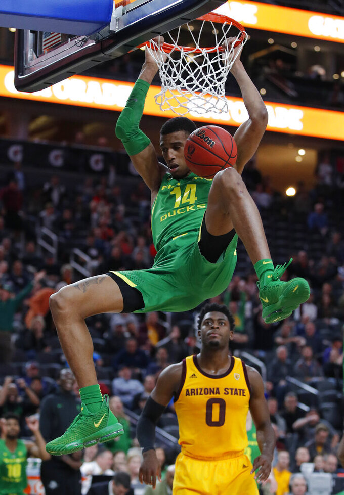 Oregon's Kenny Wooten dunks against Arizona State during overtime of an NCAA college basketball game in the semifinals of the Pac-12 men's tournament Friday, March 15, 2019, in Las Vegas. (AP Photo/John Locher)