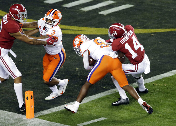 Clemson's Travis Etienne runs for a touchdown during the first half the NCAA college football playoff championship game against Alabama, Monday, Jan. 7, 2019, in Santa Clara, Calif. (AP Photo/Jeff Chiu)