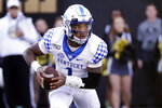 Kentucky's Lynn Bowden Jr. carries the ball against Vanderbilt in the first half of an NCAA college football game Saturday, Nov. 16, 2019, in Nashville, Tenn. (AP Photo/Mark Humphrey)