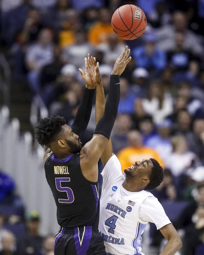 Washington's Jaylen Nowell (5) shoots over North Carolina's Brandon Robinson (4) In the second half during a second-round men's college basketball game in the NCAA Tournament, Sunday, March 24, 2019, in Columbus, Ohio. (AP Photo/John Minchillo)