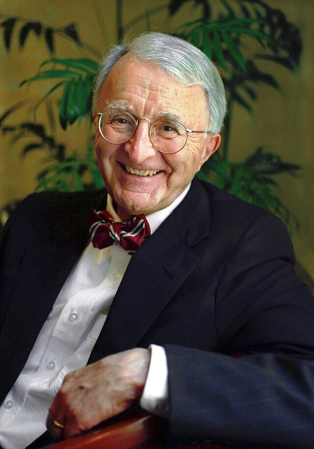 FILE - In this June 18, 1998 file photo, attorney Ralph Lancaster poses at his law office in Portland, Maine. Lancaster, appointed special master to the Supreme Court four times, died at age 88 on Jan. 22, 2019. (John Patriquin/Portland Press Herald via AP, File)