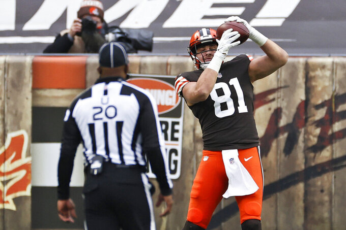 Cleveland Browns tight end Austin Hooper (81) catches a two-yard touchdown pass during the second half of an NFL football game against the Pittsburgh Steelers, Sunday, Jan. 3, 2021, in Cleveland. (AP Photo/Ron Schwane)