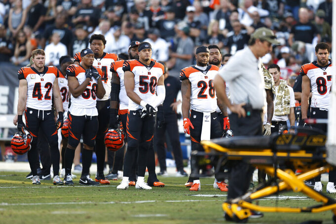 Colts' Mack hurts hand; Bengals' Tate has scary neck injury