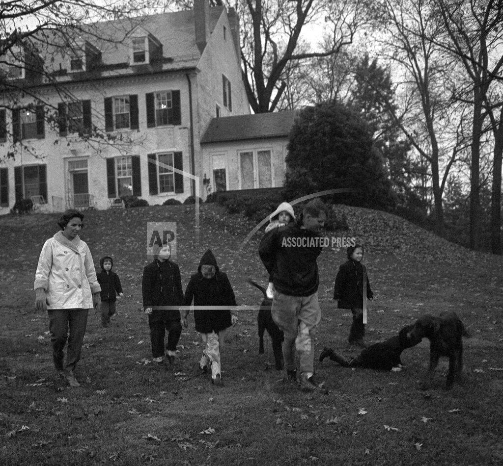 Watchf AP A  VA USA APHS406926 Ethel Kennedy and children