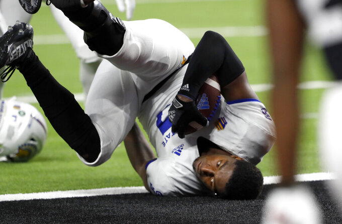 San Jose State tight end Derrick Deese Jr. (87) loses his helmet after a reception on the UNLV 1-yard line during the first half of an NCAA college football game in Las Vegas on Thursday, Oct. 21, 2021. (Steve Marcus/Las Vegas Sun via AP)