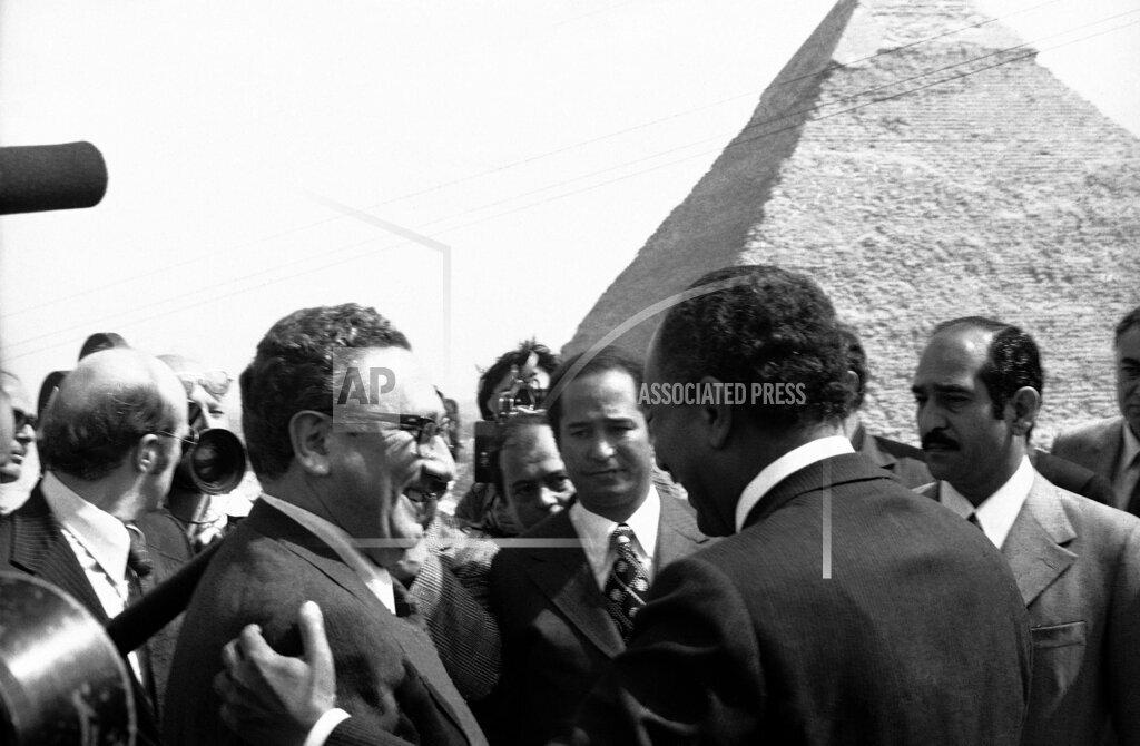 Watchf AP I   EGY APHS317154 Kissinger Sadat 1974