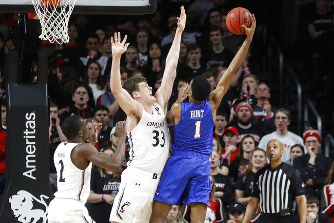 SMU's Feron Hunt (1) shoots against Cincinnati's Chris Vogt (33) during the first half of an NCAA college basketball game Tuesday, Jan. 28, 2020, in Cincinnati. (AP Photo/John Minchillo)