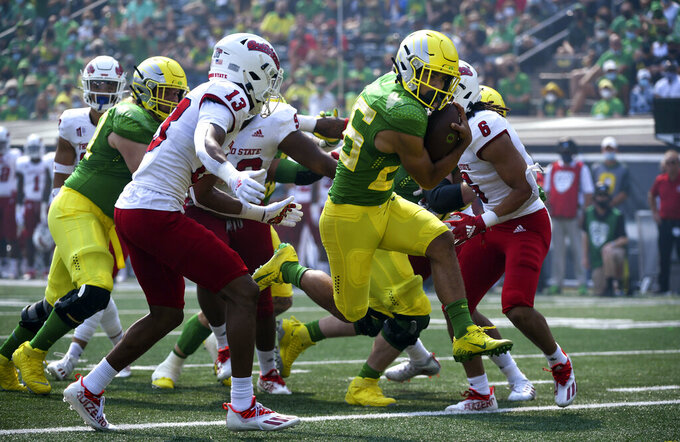 Oregon running back Travis Dye scores during the first quarter of an NCAA college football game against Fresno State, Saturday, Sept. 4, 2021, in Eugene, Ore. (AP Photo/Andy Nelson)