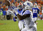 Kentucky wide receiver Lynn Bowden Jr. catches a pass in front of Florida linebacker James Houston IV, left, for a 54-yard touchdown during the second half of an NCAA college football game, Saturday, Sept. 8, 2018, in Gainesville, Fla. (AP Photo/John Raoux)