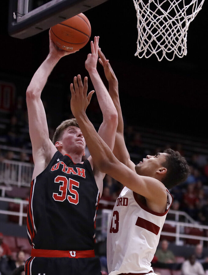 Stanford's Oscar da Silva, right, defends against Utah's Branden Carlson (35) in the second half of an NCAA college basketball game Wednesday, Feb. 26, 2020, in Stanford, Calif. (AP Photo/Ben Margot)