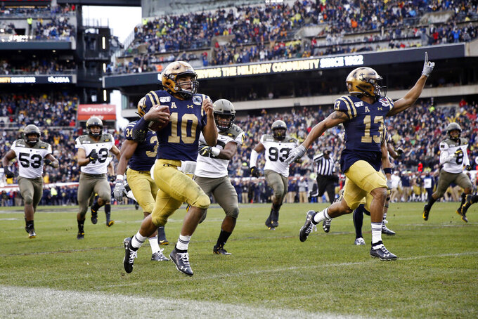 Navy's Malcolm Perry (10) runs for touchdown during the first half of an NCAA college football game against Army, Saturday, Dec. 14, 2019, in Philadelphia. (AP Photo/Matt Slocum)