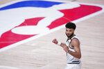 Jamal Murray, de los Nuggets de Denver, festeja la victoria sobre los Clippers de Los Ángeles en las semifinales de la Conferencia del Oeste, el martes 15 de septiembre de 2020 (AP Foto/Mark J. Terrill)