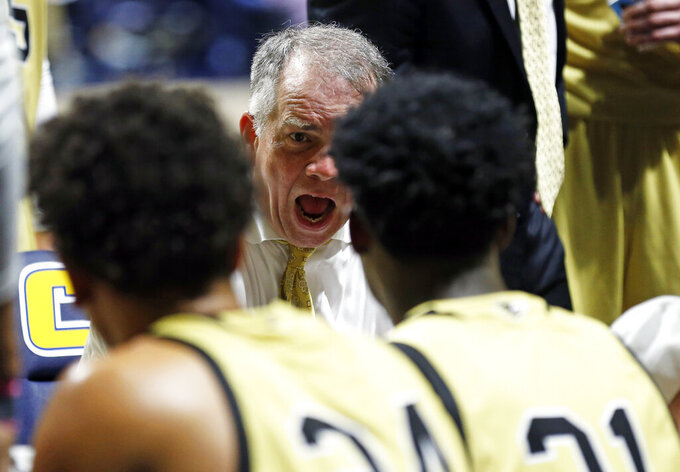Wofford coach Mike Young talks to his players during a timeout in the second half of an NCAA college basketball game against Chattanooga on Thursday, Feb. 28, 2019, in Chattanooga, Tenn. Wofford won 80-54. (AP photo/Wade Payne)