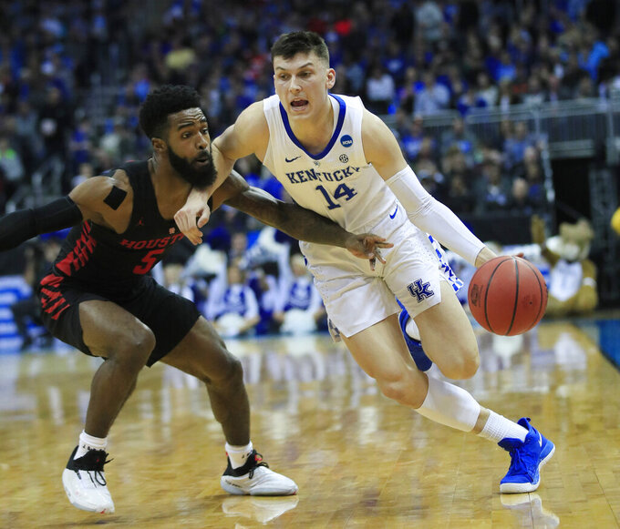 Kentucky's Tyler Herro (14) drives past Houston's Corey Davis Jr. during the first half of a men's NCAA tournament college basketball Midwest Regional semifinal game Friday, March 29, 2019, in Kansas City, Mo. (AP Photo/Orlin Wagner)