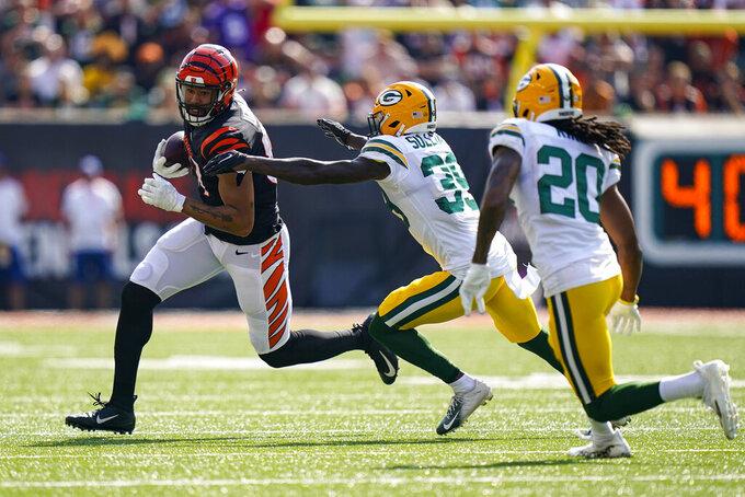 Cincinnati Bengals tight end C.J. Uzomah (87) tries to get around Green Bay Packers defensive back Chandon Sullivan (39) in the first half of an NFL football game in Cincinnati, Sunday, Oct. 10, 2021. (AP Photo/Bryan Woolston)