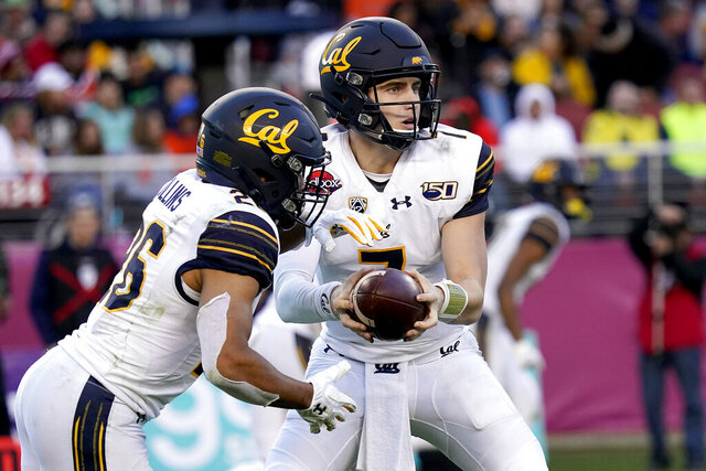 California quarterback Chase Garbers (7) hands off to running back DeShawn Collins (26) against Illinois during the second half of the Redbox Bowl NCAA college football game Monday, Dec. 30, 2019, in Santa Clara, Calif. (AP Photo/Tony Avelar)