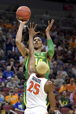 Oregon's Kenny Wooten (14) shoots over Virginia's Mamadi Diakite (25) during the first half of a men's NCAA Tournament college basketball South Regional semifinal game, Thursday, March 28, 2019, in Louisville, Ky. (AP Photo/Timothy D. Easley)