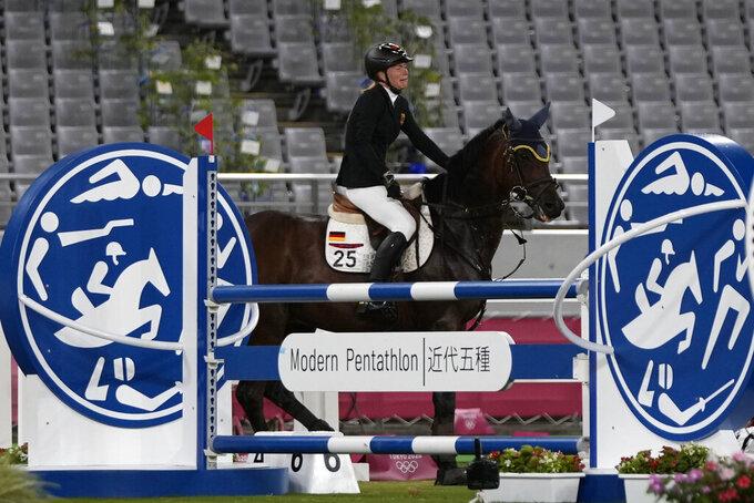 Stubborn horse costs Schleu a shot at modern pentathlon gold