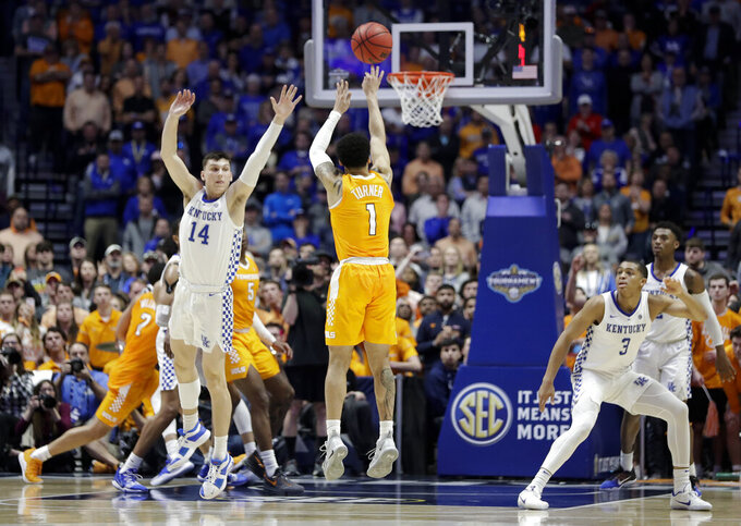 No. 8 Tennessee rallies past No. 4 Kentucky 82-78