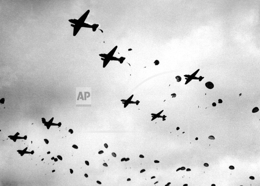 Watchf AP I   USA APHSL36530 USA Paratroop Parachute Display