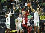 Washington State's Jervae Robinson, center, shoots over Oregon's Kenny Wooten, left, Payton Pritchard and Paul White, left, in an NCAA college basketball game Sunday, Jan 27, 2019, in Eugene, Ore. (AP Photo/Chris Pietsch)