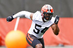 Cleveland Browns linebacker Anthony Walker runs through a drill during NFL football practice at the team's training facility, Wednesday, June 2, 2021, in Berea, Ohio. (AP Photo/Ron Schwane)