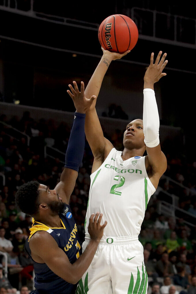 Oregon forward Louis King, right, shoots over UC Irvine guard Max Hazzard during the first half of a second-round game in the NCAA men's college basketball tournament Sunday, March 24, 2019, in San Jose, Calif. (AP Photo/Jeff Chiu)