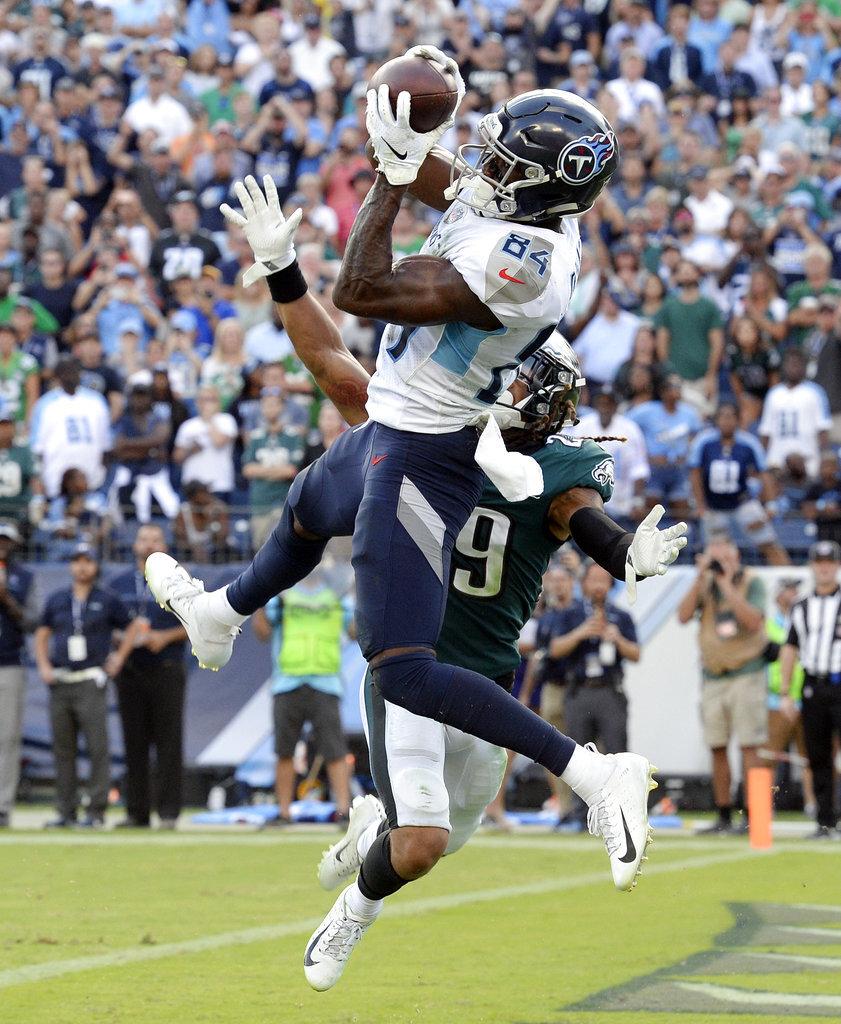 APTOPIX Eagles Titans Football