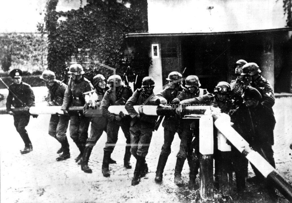 AP PL UCW FILE POL WW II GERMAN WEHRMACHT