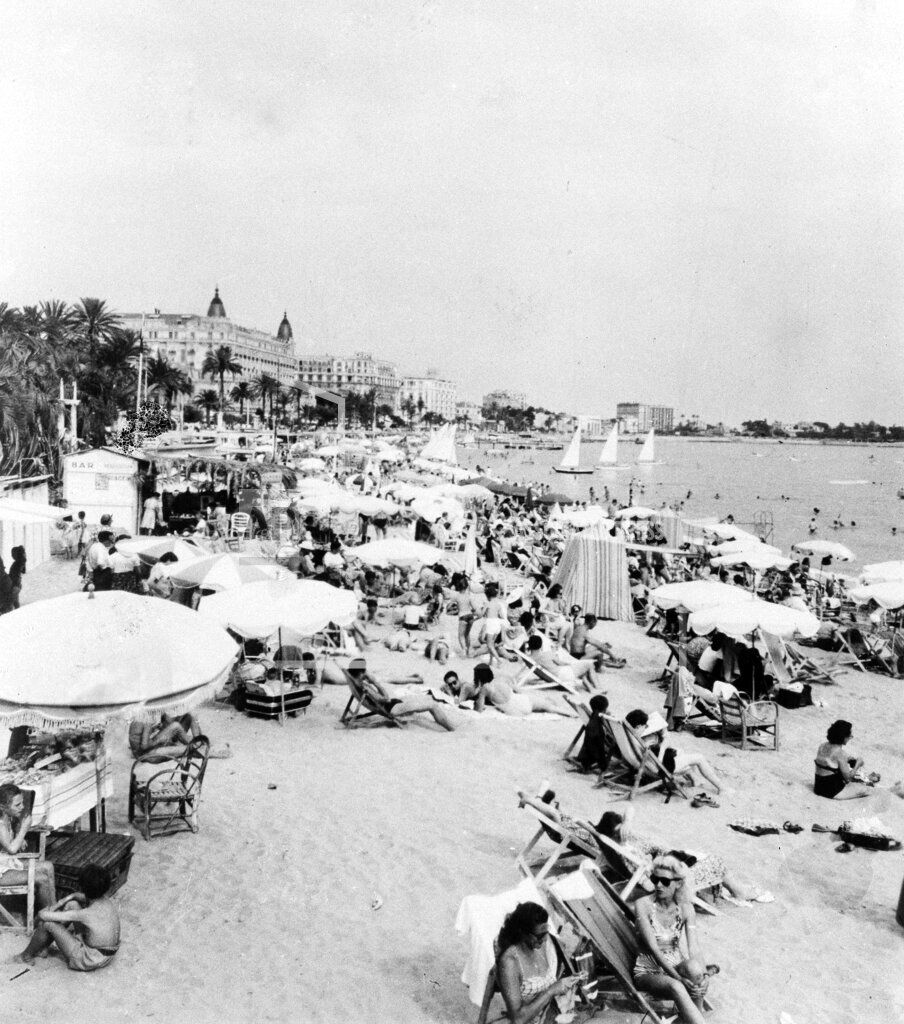 Watchf AP I   FRA APHS443995 Beach in Cannes France